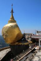 ミャンマーのチャイティーヨ・パゴダのゴールデンロック