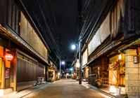 写真 Hanamikojiro area of \Kyoto night(5204058)