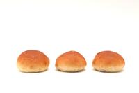 写真 3 rows of breakfast raisins raisins pan table roll white background(5204587)