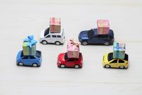 写真 Miniature car with a present(5205299)