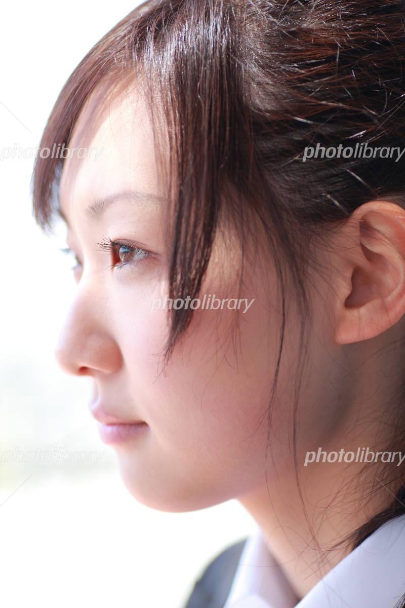 女性 横顔 目