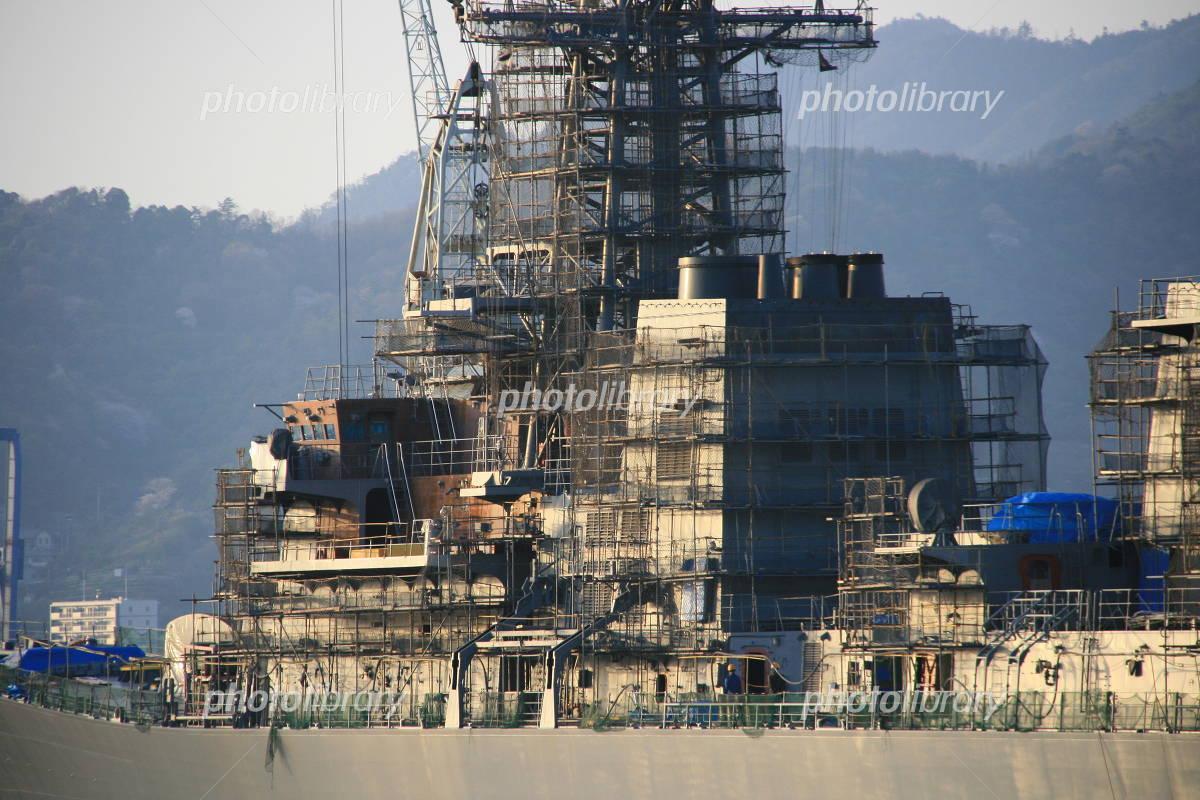 建造中の護衛艦の写真