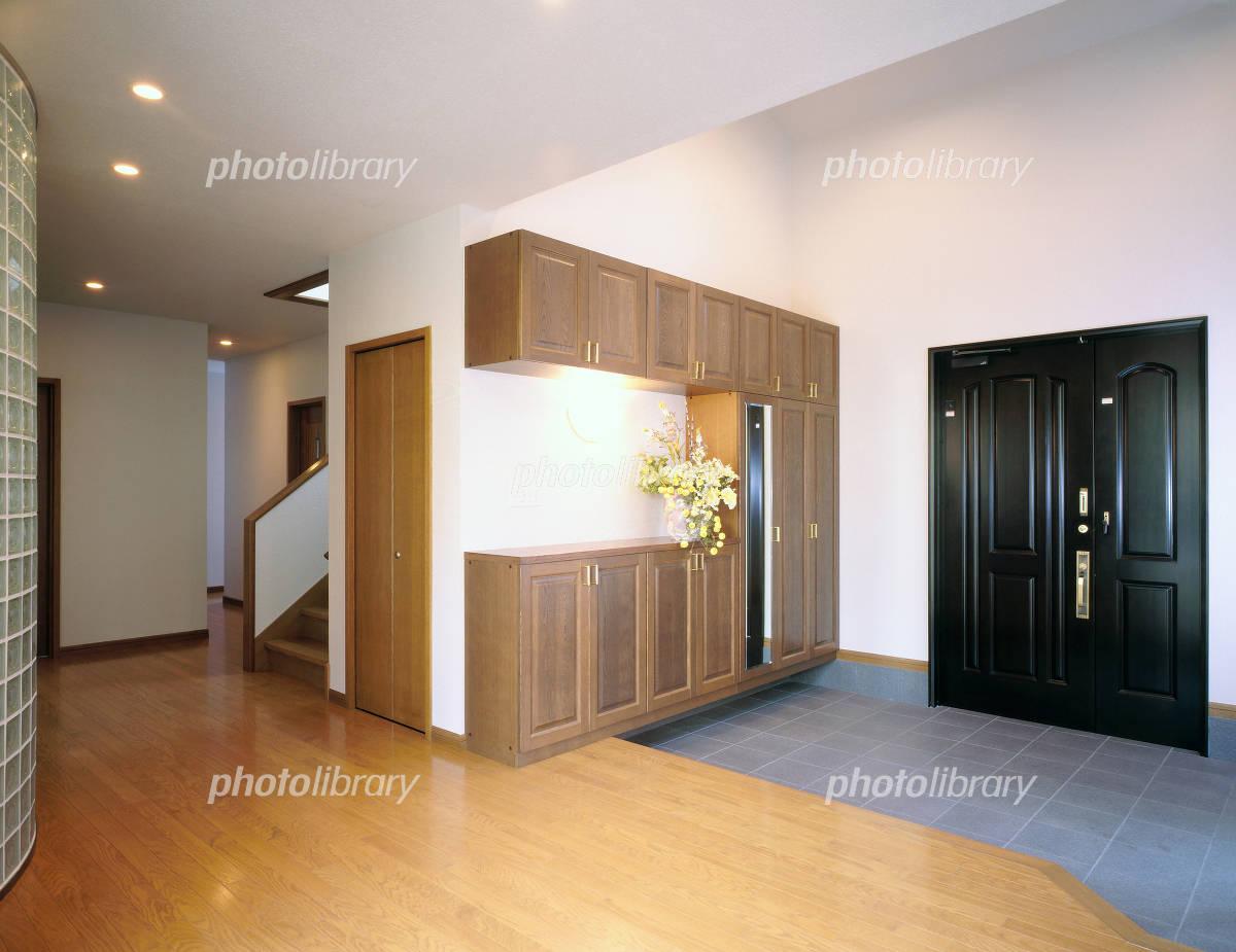 玄関 広い 風水で玄関は広い方がいいでしょうか?お金持ちは家が広く、玄関も広いで