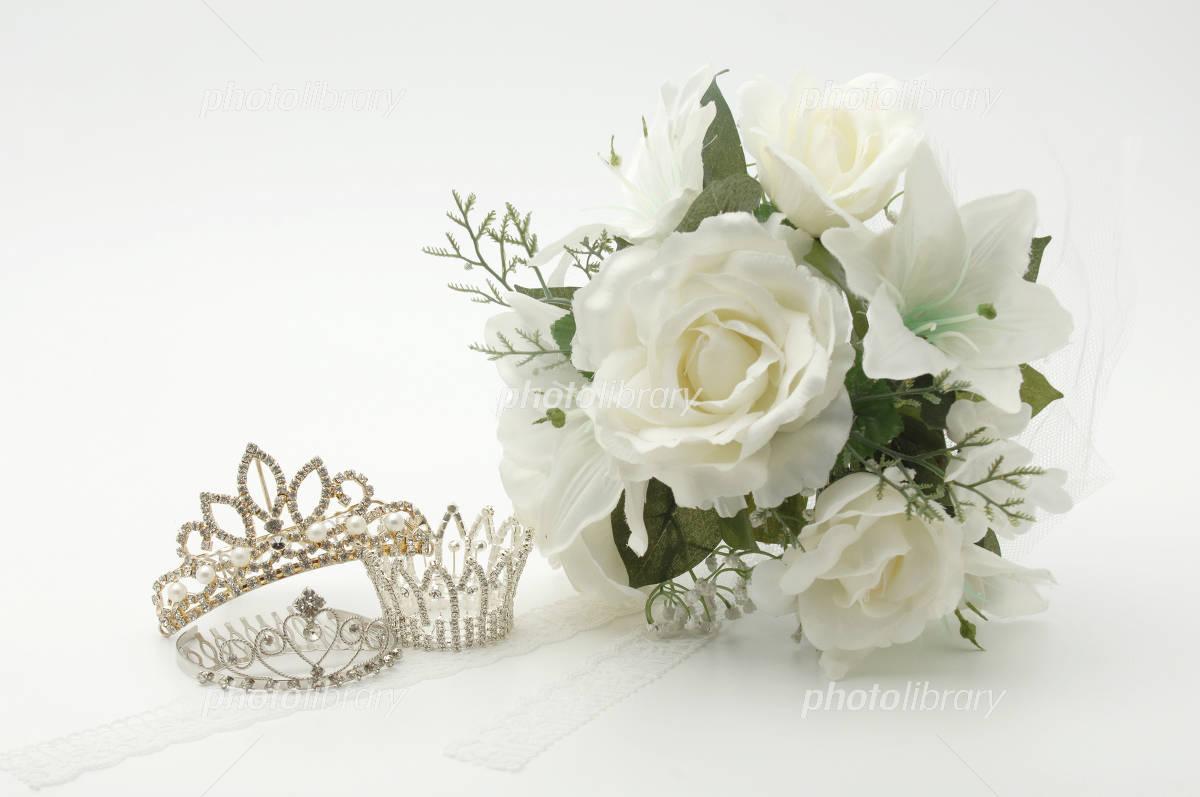 Tiara and bouquet Photo
