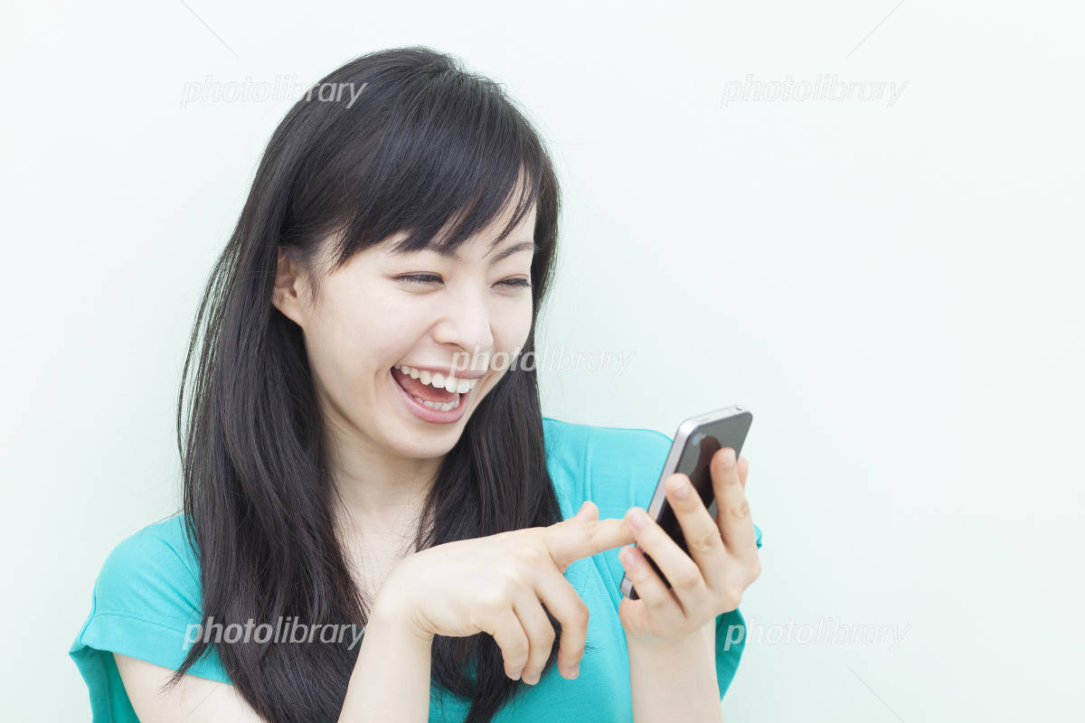Girl that use the smartphone Photo