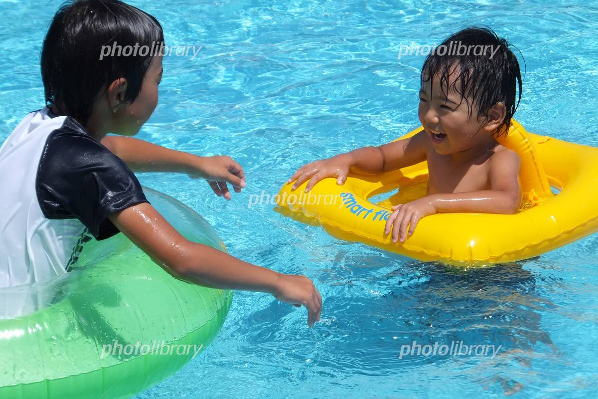 Brothers playing in the pool Photo