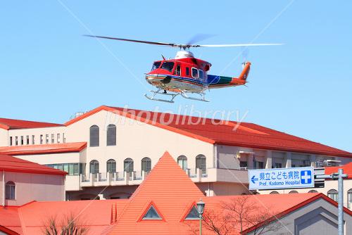 県立こども病院と長野県消防防災ヘリコプターの写真素材
