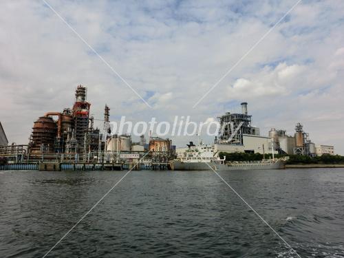 塩浜運河から見た川崎市の工場群...
