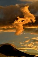 夕時の雲と富士山