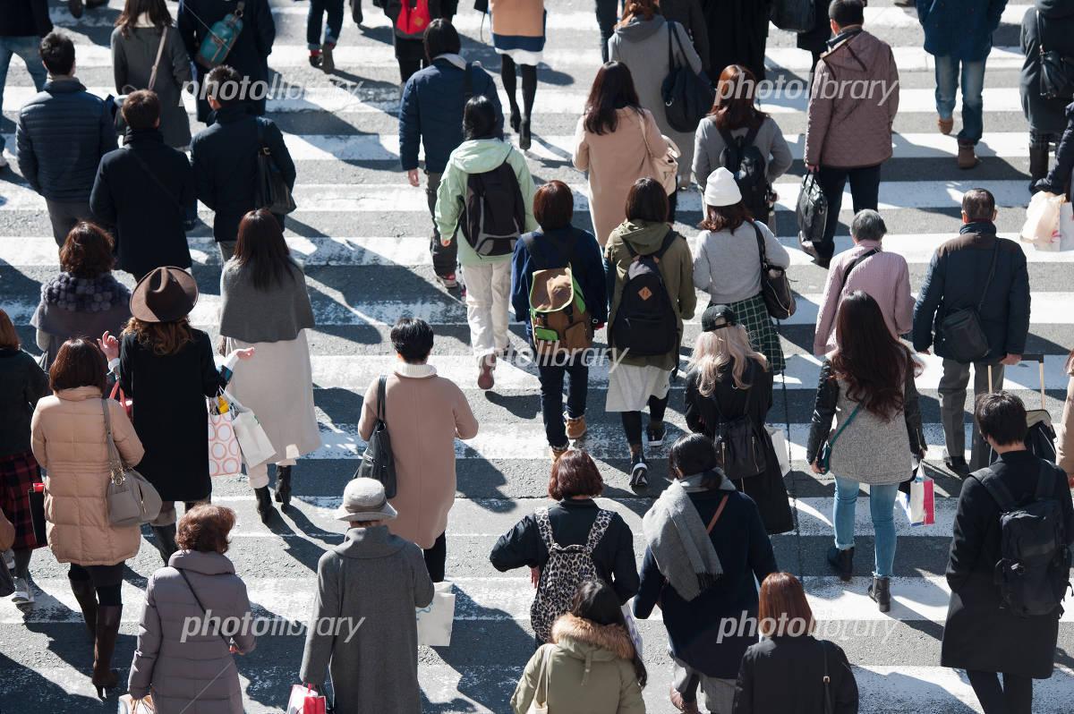 たち を 人 横断 渡る 歩道