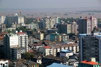 ミャンマーのヤンゴンの市街地とヤンゴン川