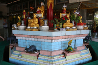 ミャンマーのチャウタッジー・パゴダの八曜日の祭壇