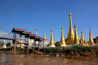 ミャンマーのインレー湖の仏塔