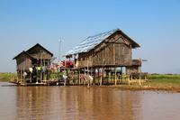 ミャンマーのインレー湖の水上村