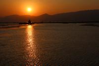 ミャンマーのインレー湖の夕日