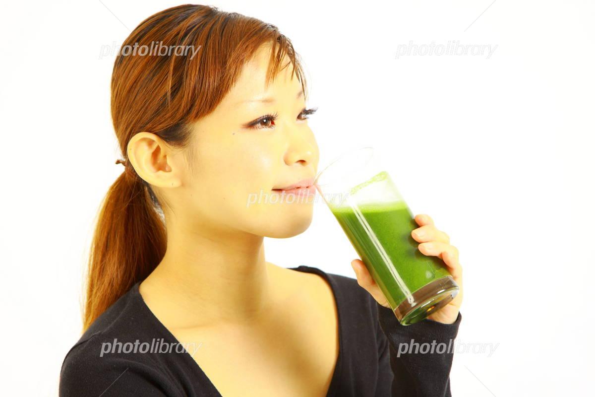 青汁を飲む女性-写真素材 青汁を飲む女性 画像ID 1218206  青汁を飲む女性