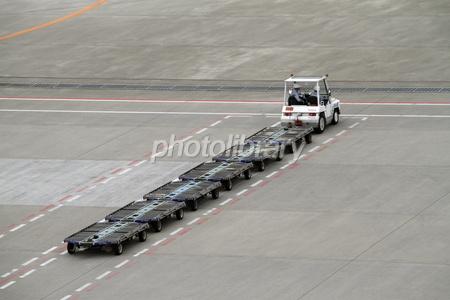 飛行場で働く車-写真素材 飛行場で働く車 画像ID 1389142  飛行場で働く車