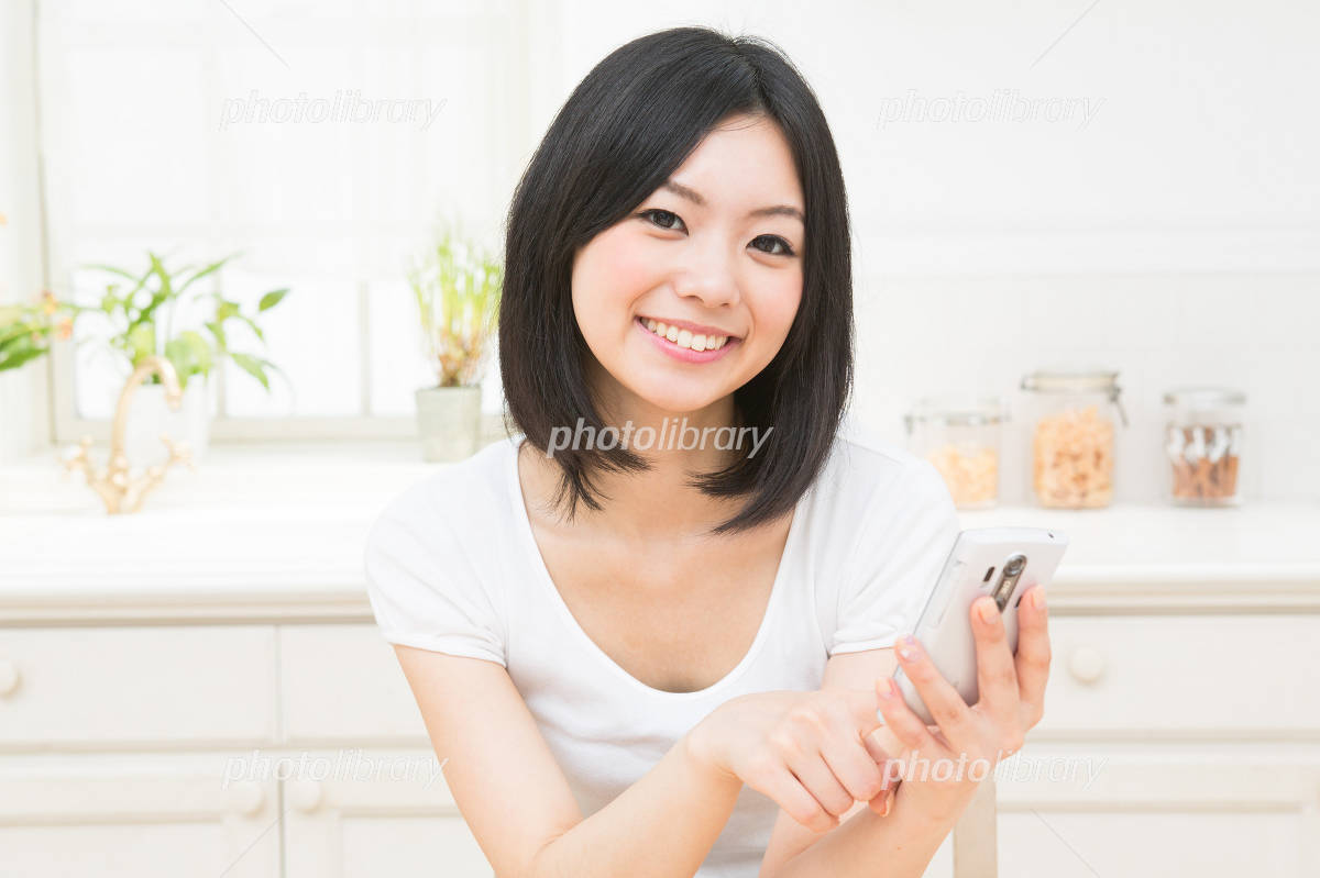 Kitchen woman smartphone Photo