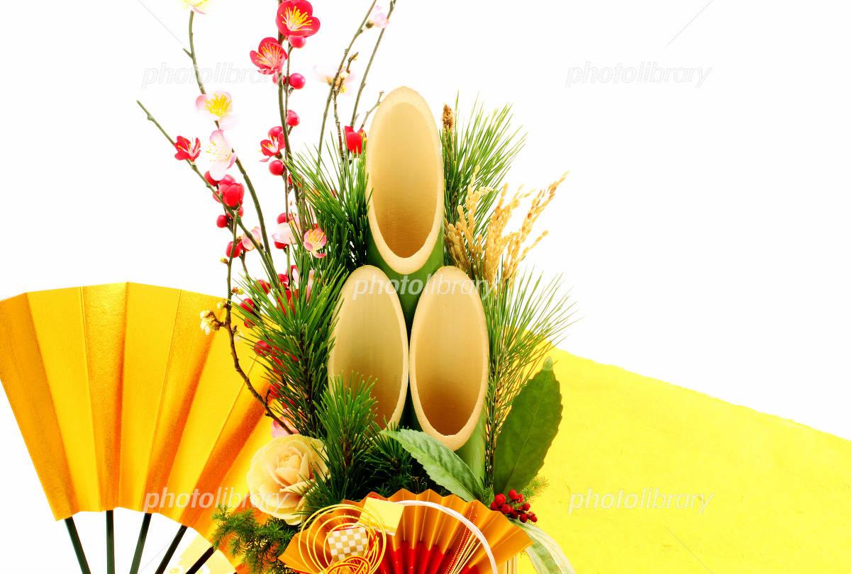 Kadomatsu and golden New Year image of fan white back Shochikubai Photo