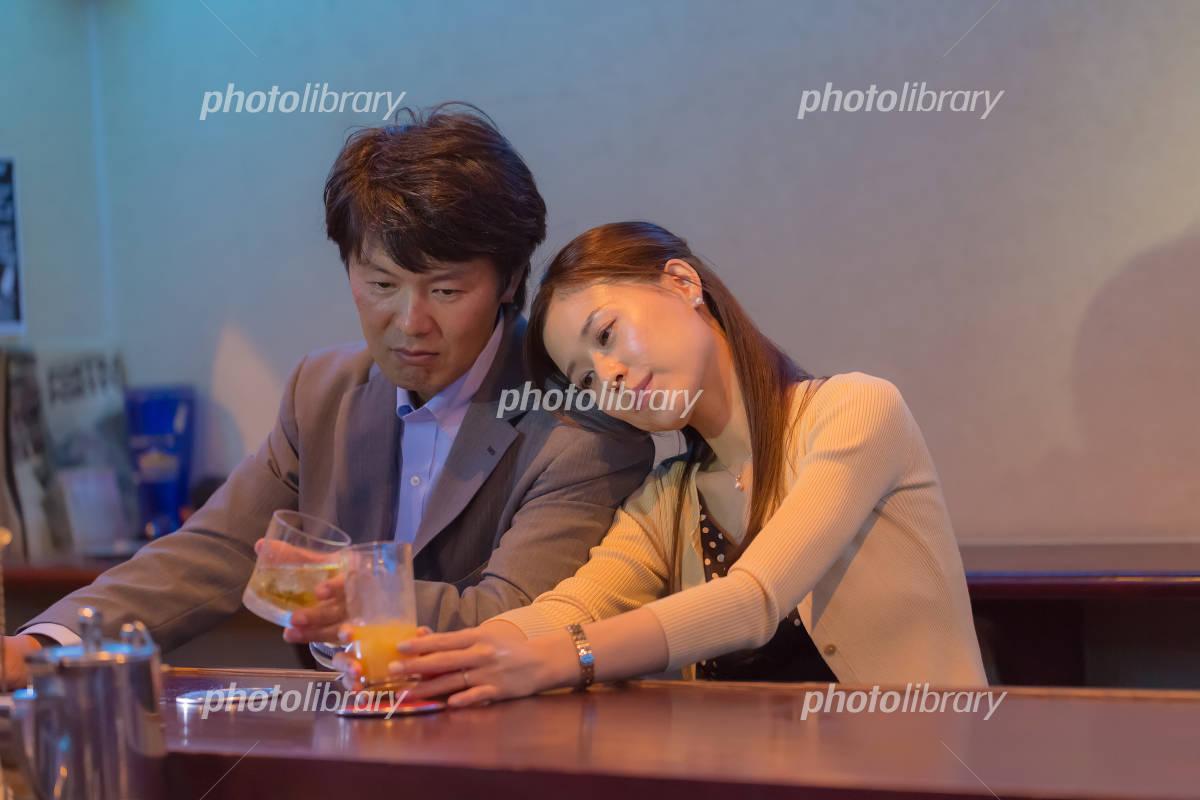 Japanese couples snuggle Photo