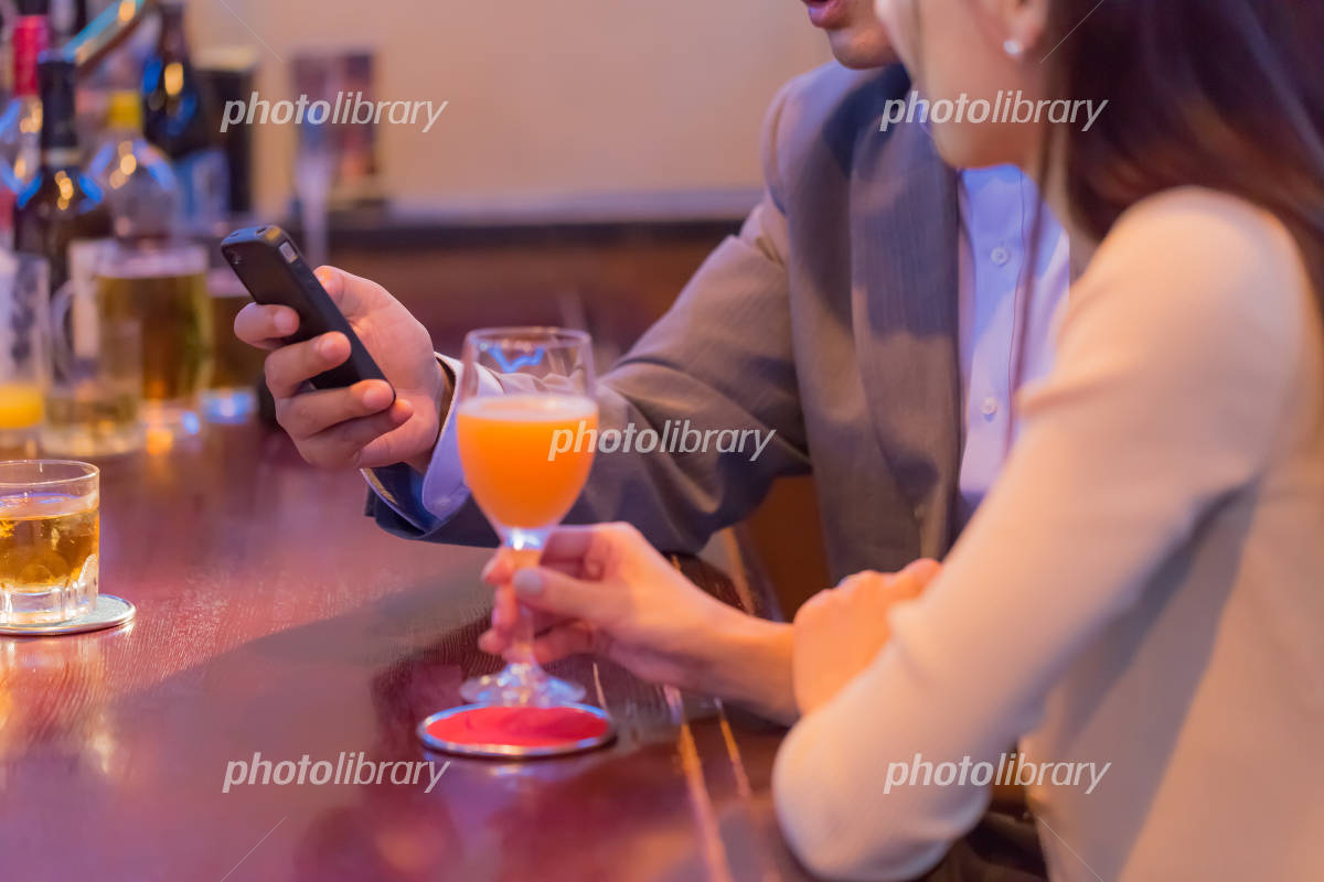 Couple to operate the smartphone at the bar counter Photo