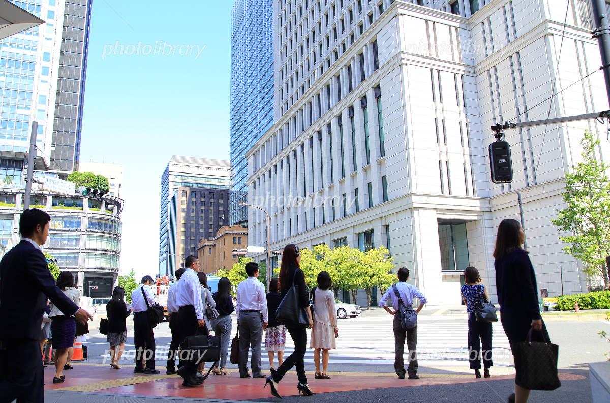 Businessmen and businesswomen who work in downtown Tokyo Marunouchi Photo