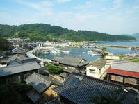 瀬戸内海真鍋島の本浦港周辺風景