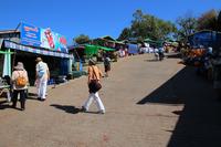 ミャンマーのゴールデンロックへの参道