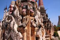 ミャンマーのカックー遺跡のレリーフ