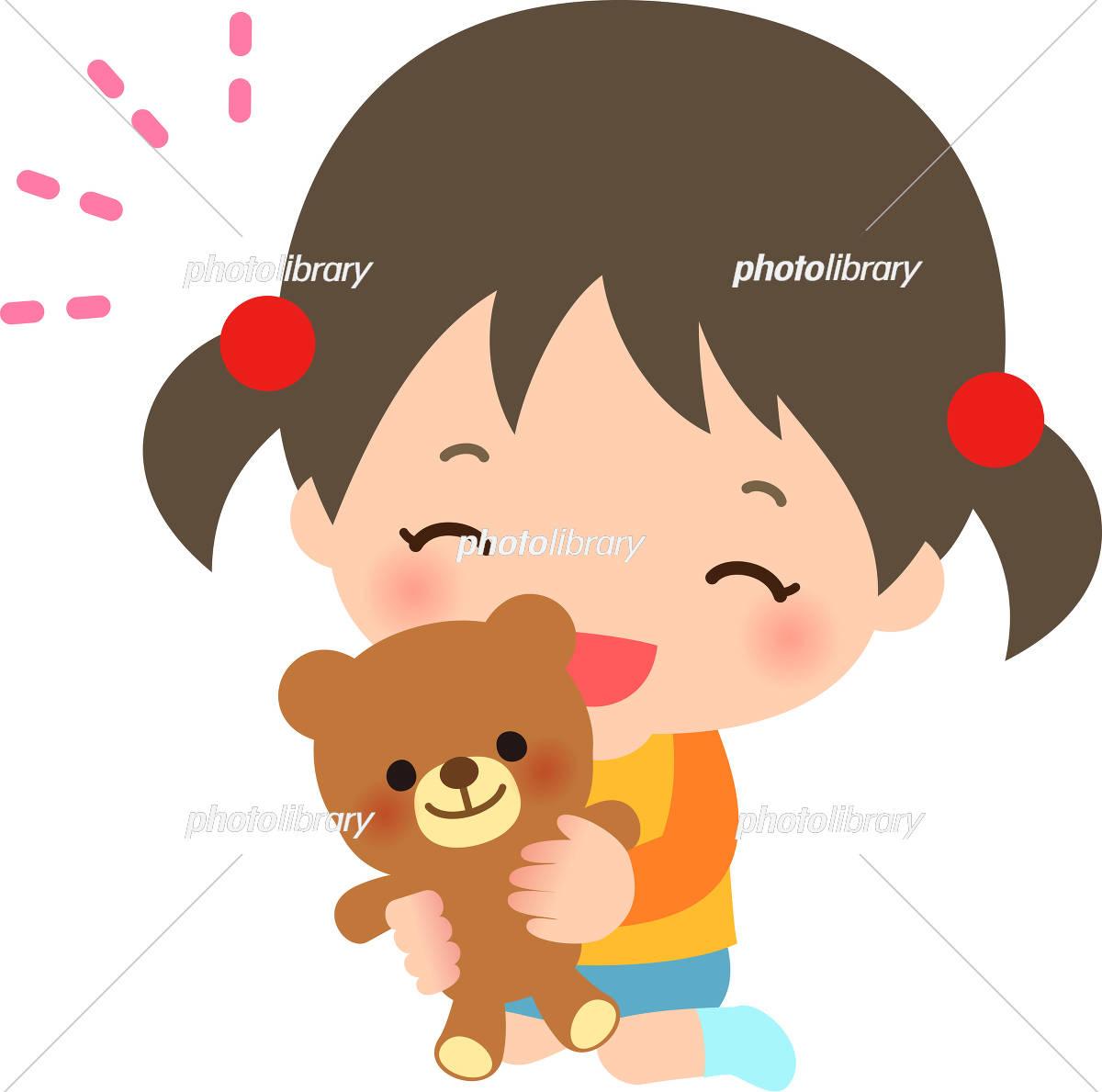 クマのぬいぐるみを抱いた女の子