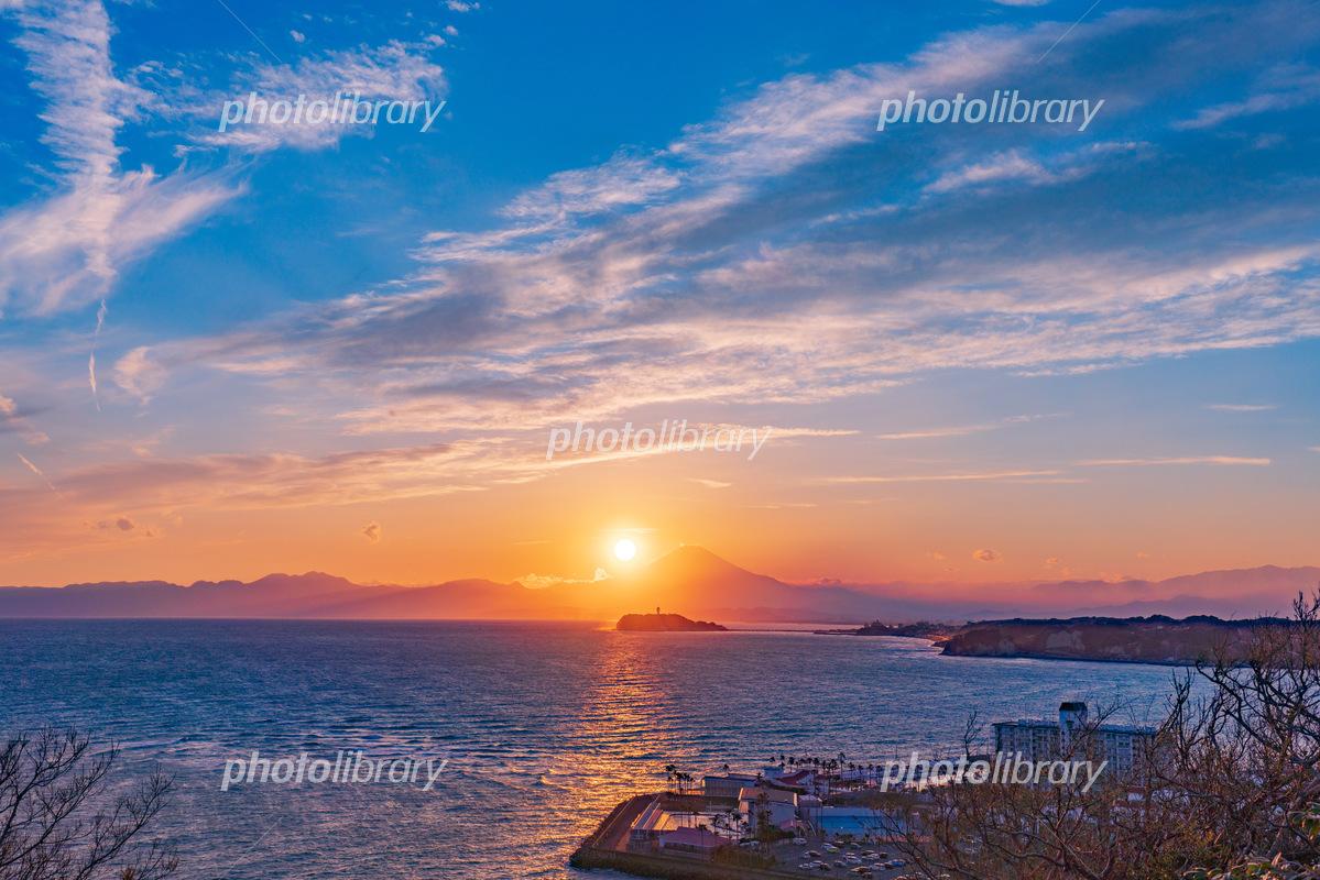 江ノ島と富士山と夕日 写真素材 6045220 フォトライブラリー