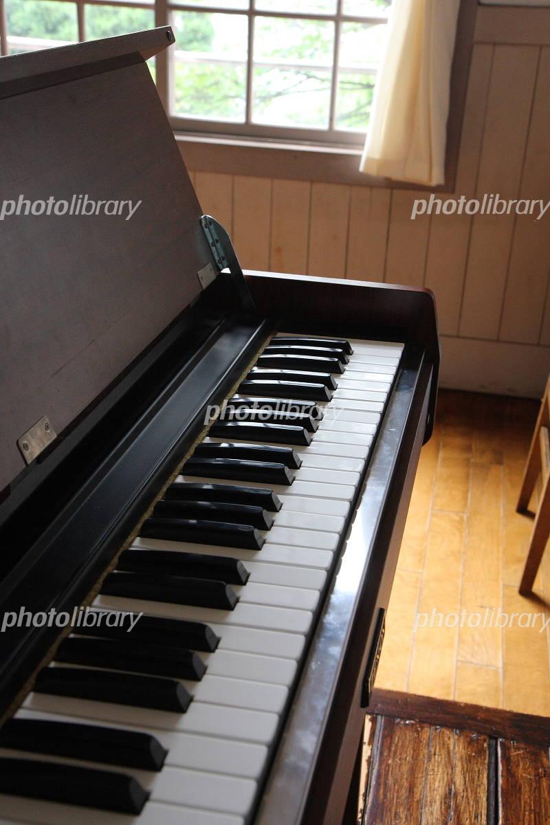 音楽室のオルガンの写真