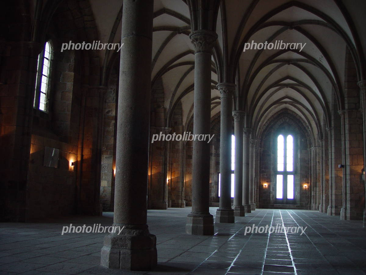 モン・サン・ミシェルの修道院内の大食堂-写真素材 モン・サン・ミシェルの修道院内の大食堂 画像I