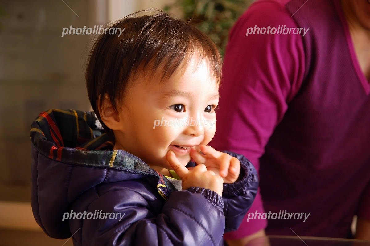 かわいい幼児の男の子 小さな子供の笑顔 写真素材 [ 1220561