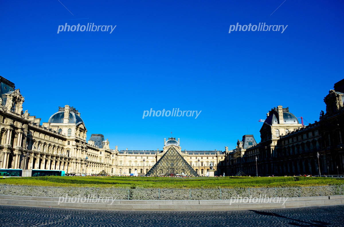 Louvre in Paris Photo