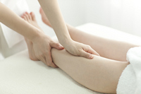 Esthetician to massage the feet Stock photo [2106545] Este