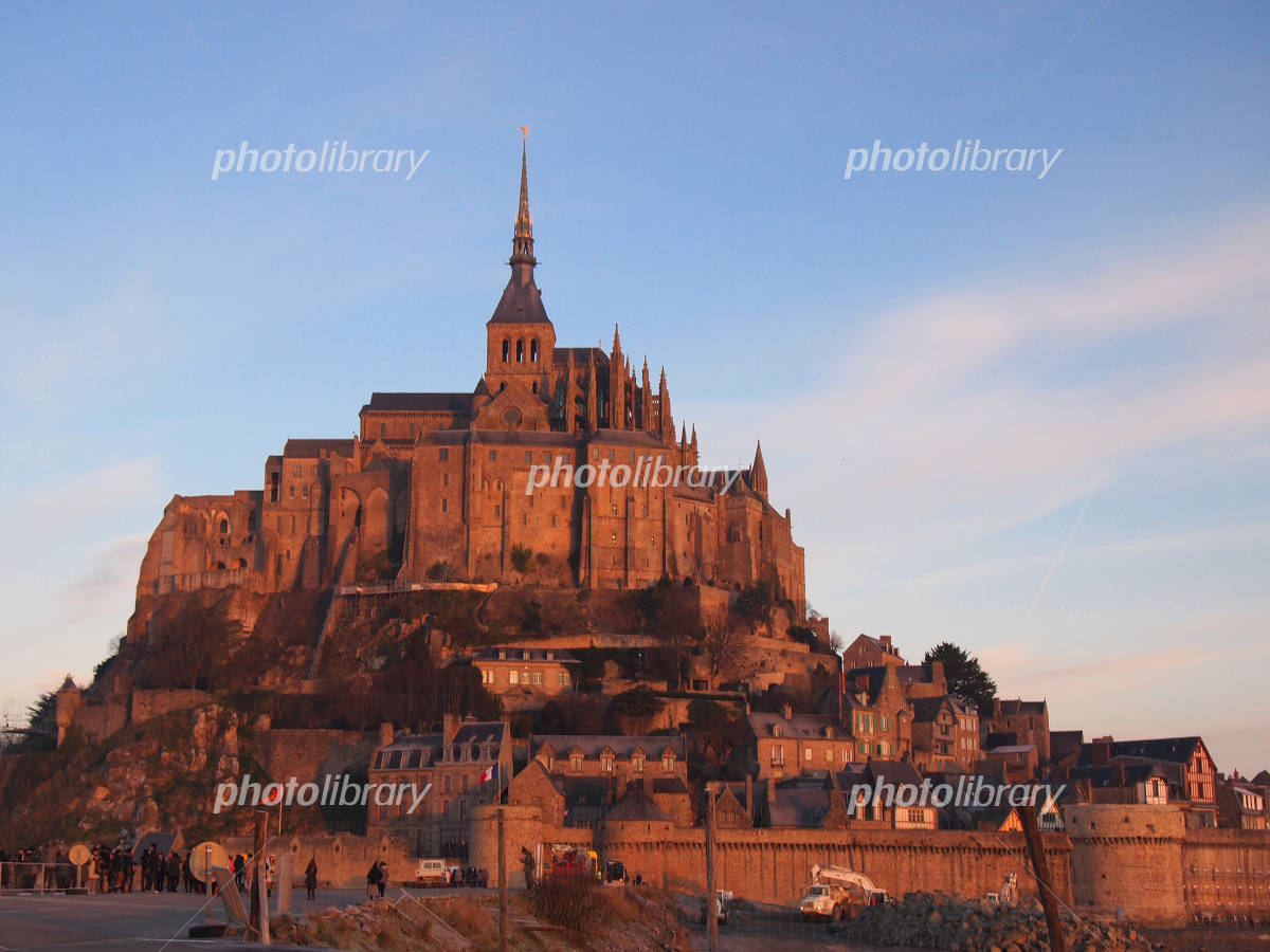 Mont Saint Michel to shine in the morning glow Photo