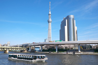 東京スカイツリーと隅田川