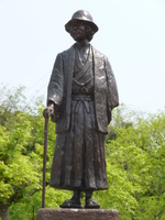 金田一耕助のブロンズ像