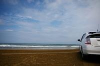 砂浜と自動車