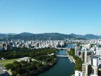 平和記念公園と広島の街並み