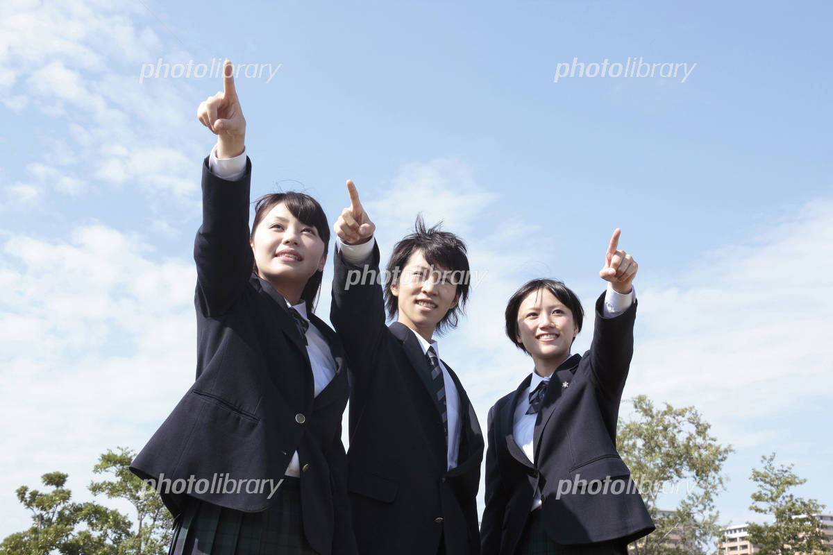 High school students who point at the far under the blue sky Photo
