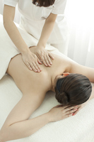 Esthetician to massage the back Stock photo [2111996] Este
