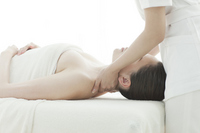 Esthetician to massage the shoulder Stock photo [2112078] Este