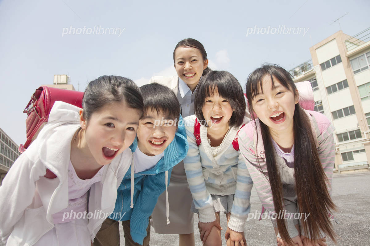 Smile of elementary school children four and women teachers Photo