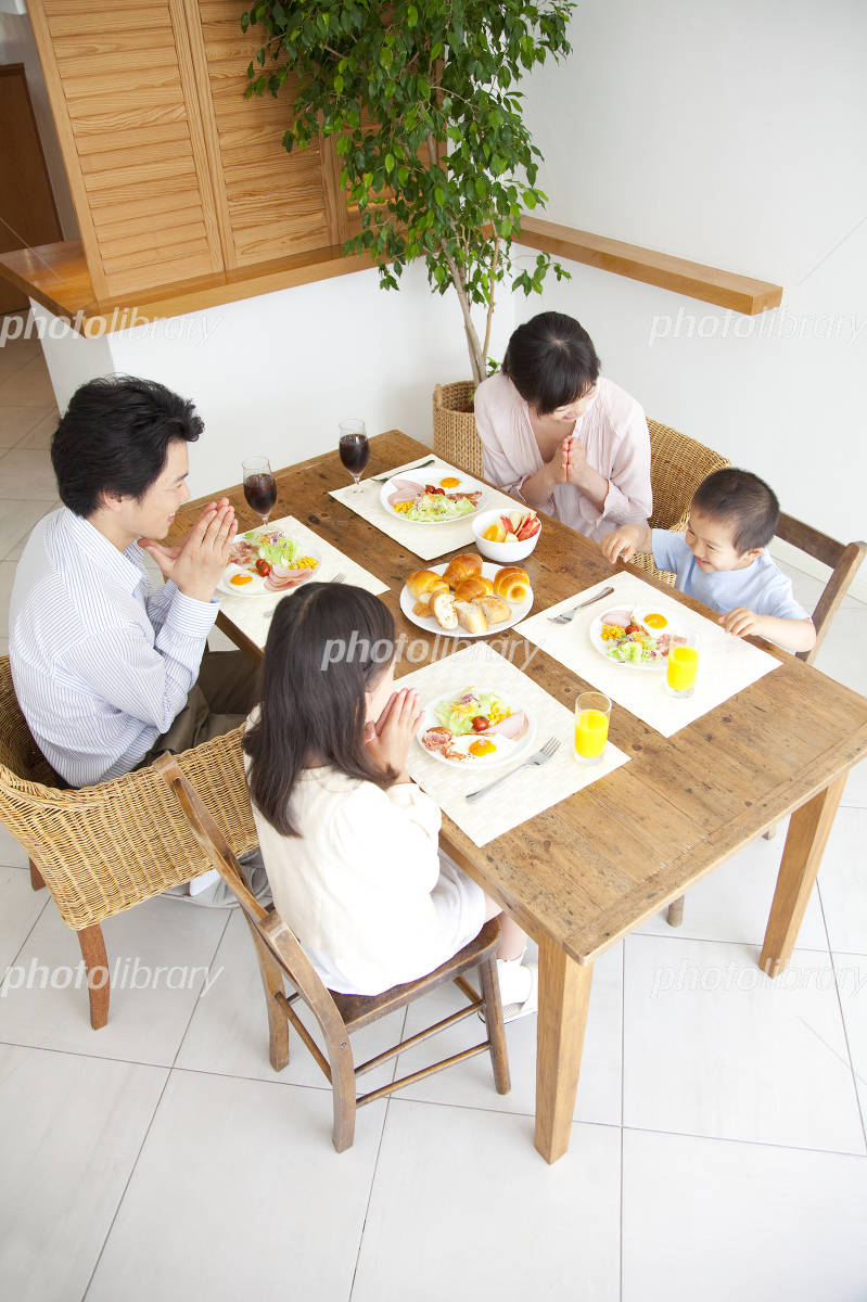 Family to take breakfast Photo