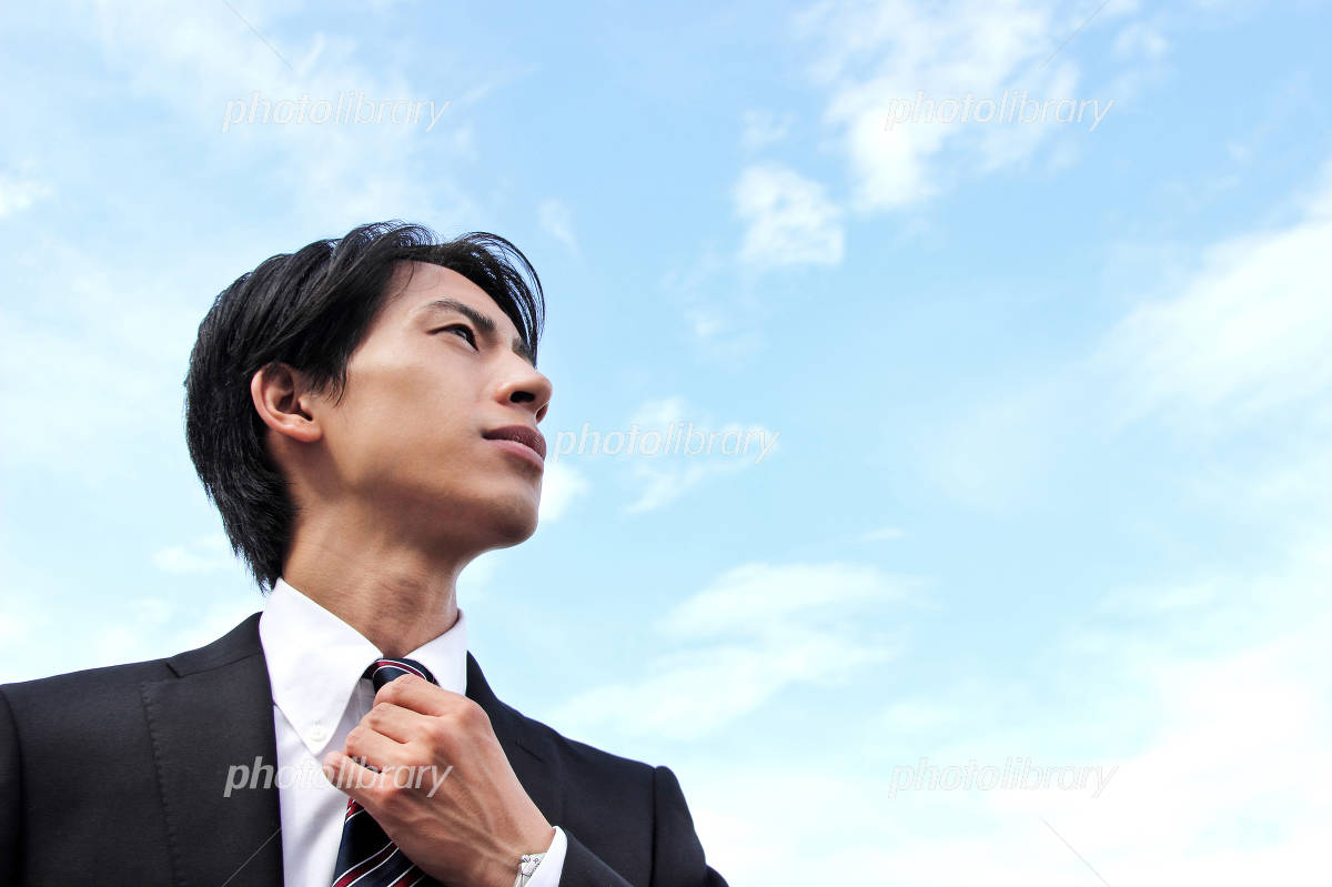 Newcomer businessman to look up at the sky Photo