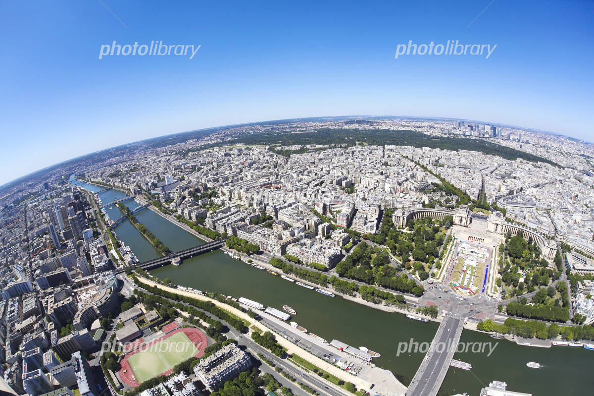 The views of the Paris of the early summer of green and crystal clear blue sky Photo
