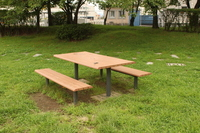 辰巳池のテーブル