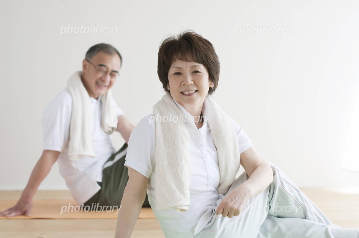 Senior couple to the stretch Photo